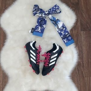 🌈3/10$ Adidas  girls soccer shoes